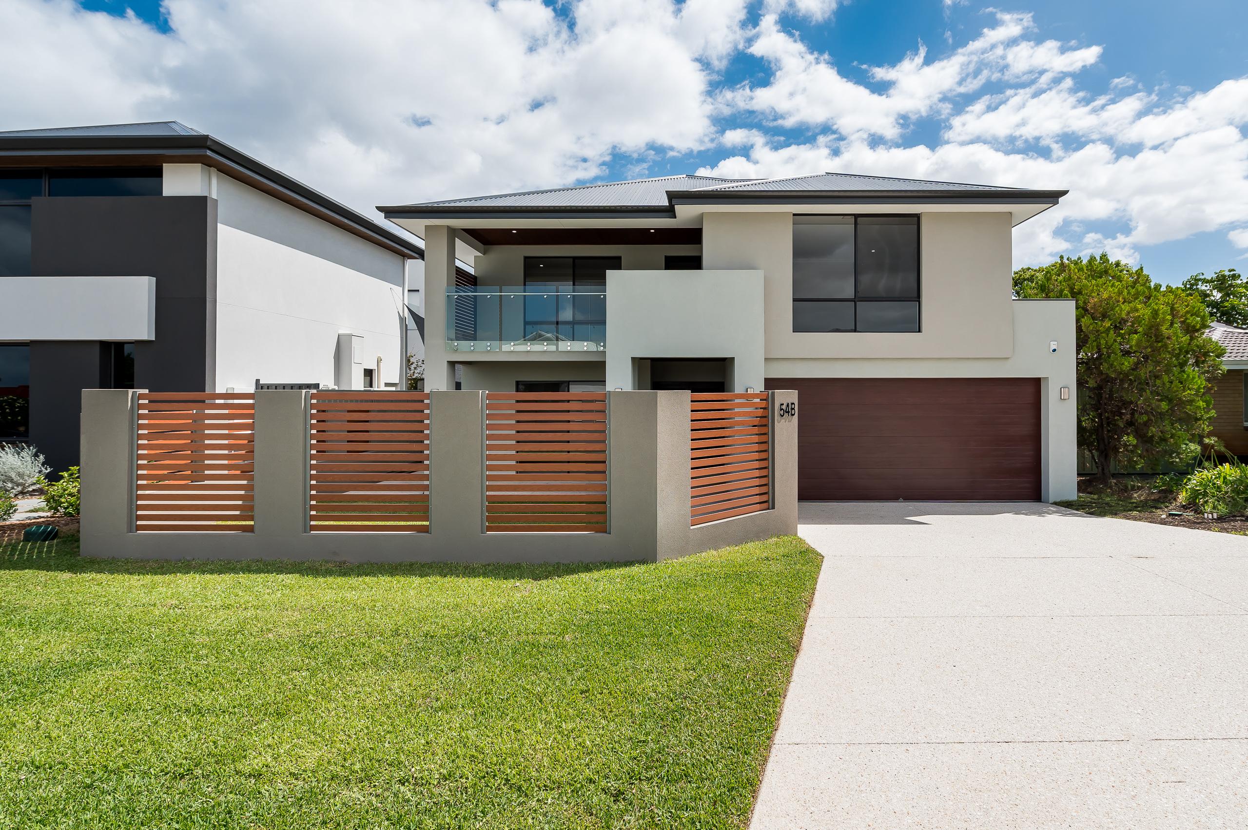 https://propertyphotos.vaultre.com.au/835/18944404__1613698402-18343-54bTuscanStRossmoyne-1.jpg