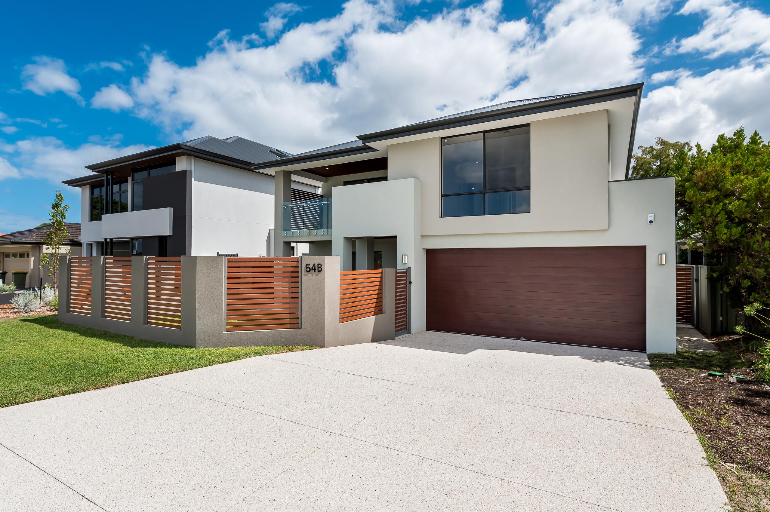 https://propertyphotos.vaultre.com.au/835/18944407__1613698404-5098-54bTuscanStRossmoyne-2.jpg