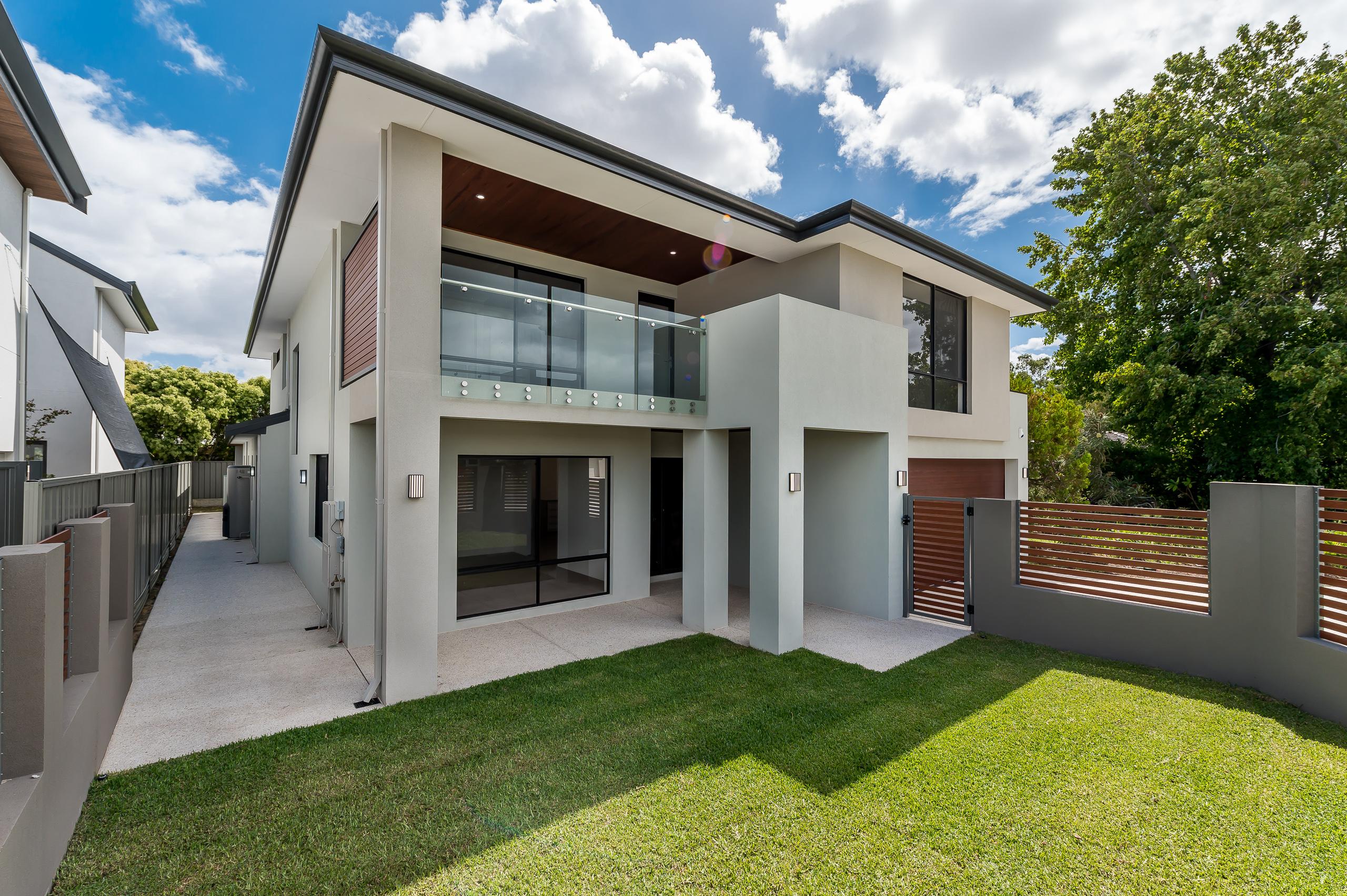 https://propertyphotos.vaultre.com.au/835/18944408__1613698407-18369-54bTuscanStRossmoyne-3.jpg