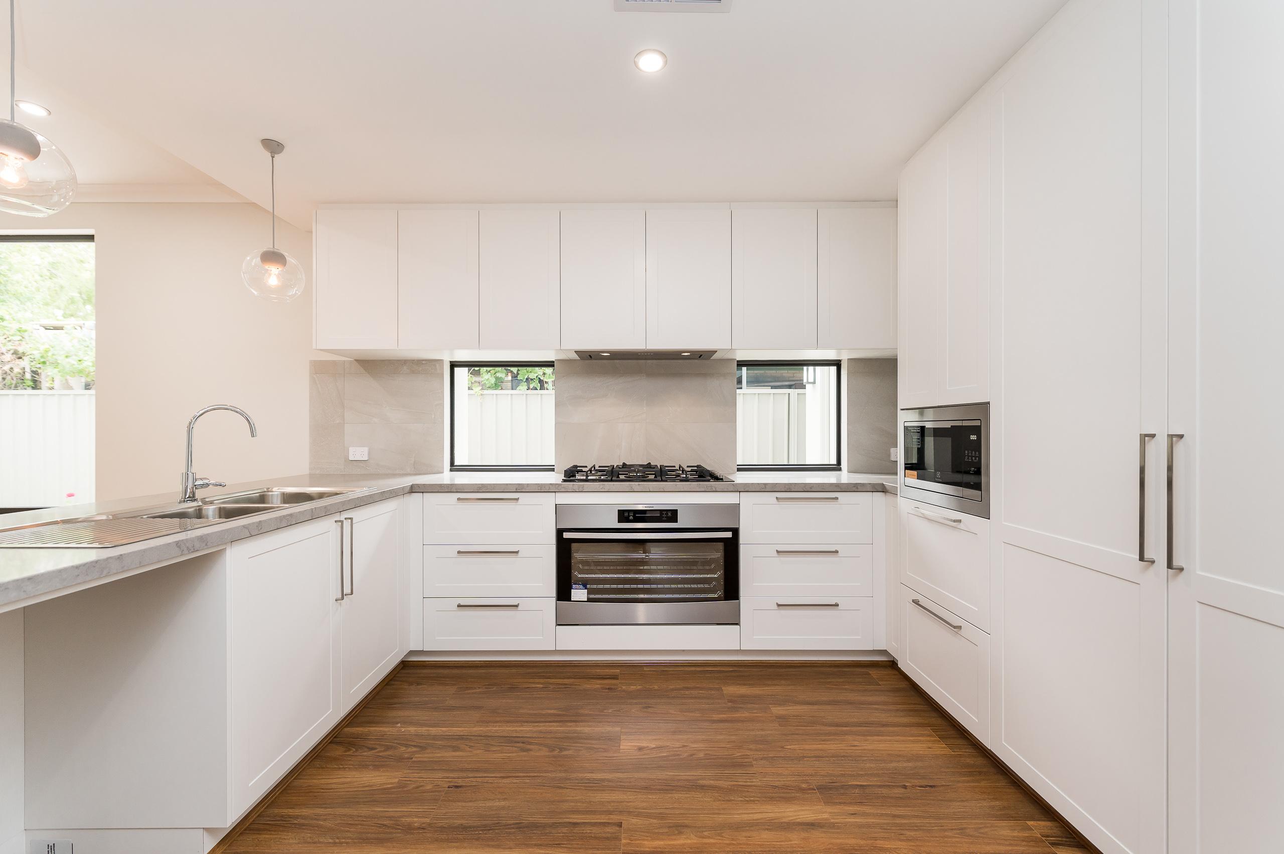 https://propertyphotos.vaultre.com.au/835/18944415__1613698414-6085-54bTuscanStRossmoyne-8.jpg
