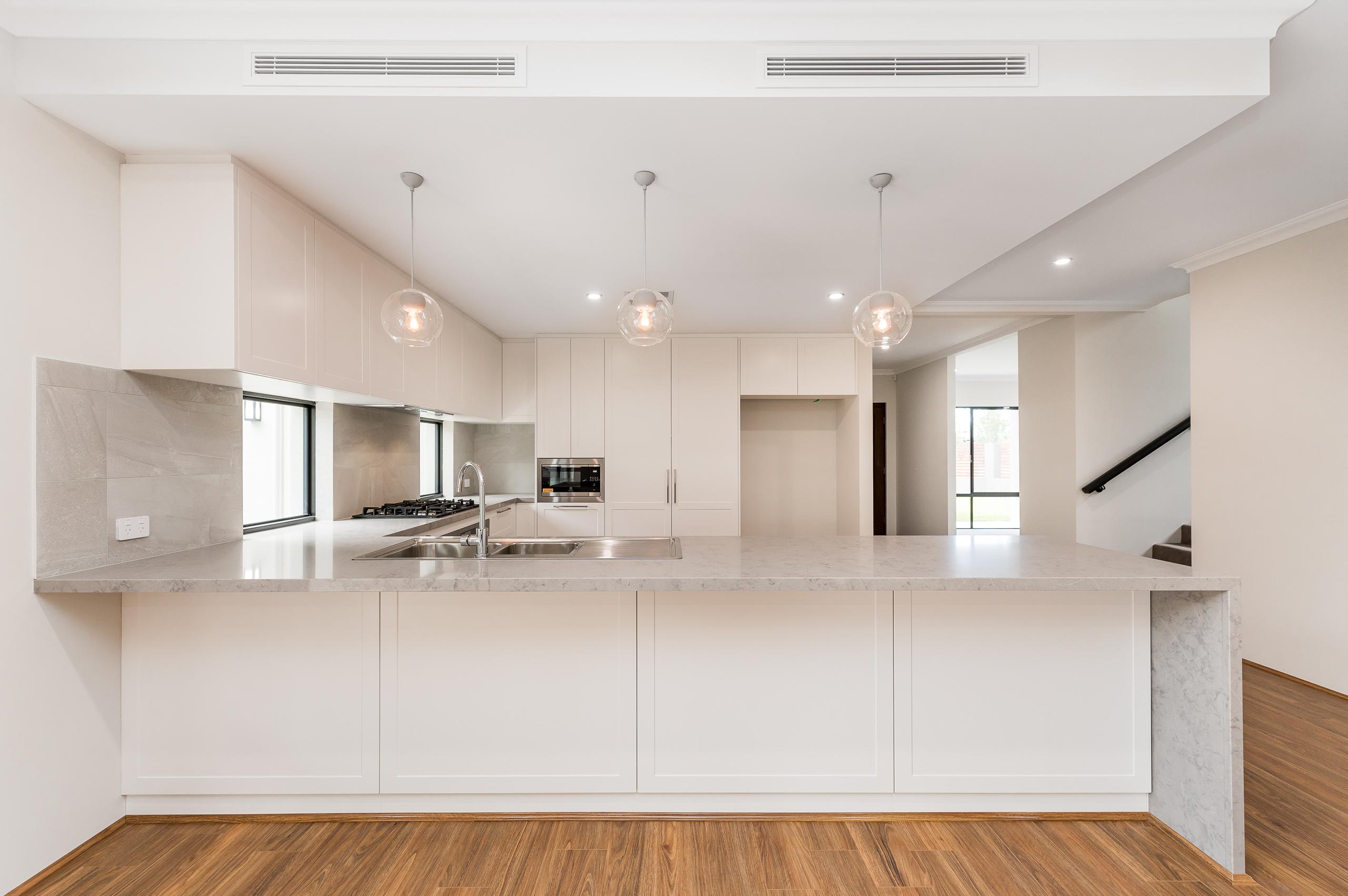 https://propertyphotos.vaultre.com.au/835/18944419__1613698417-18419-54bTuscanStRossmoyne-10.jpg