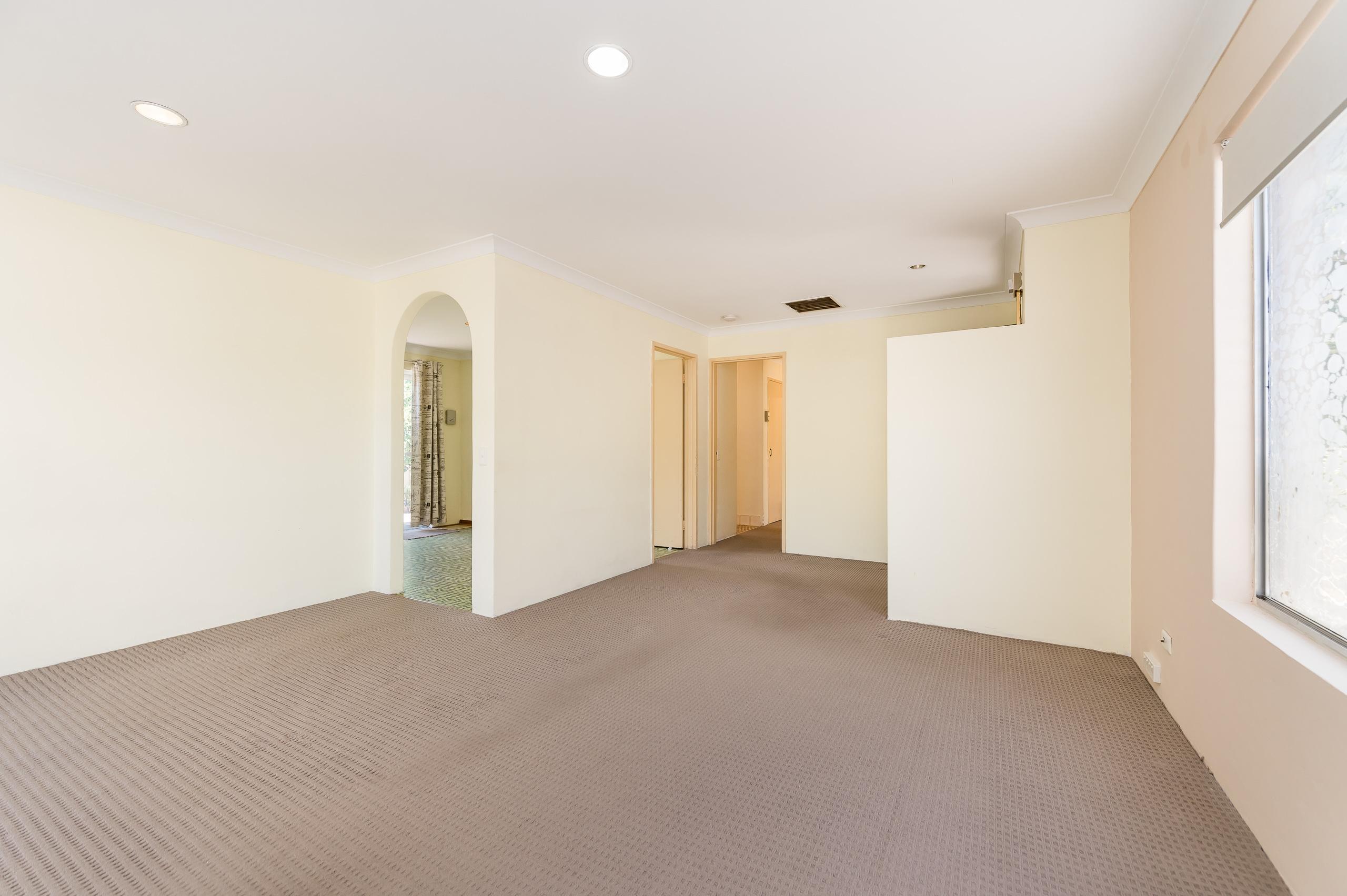 https://propertyphotos.vaultre.com.au/835/19364654__1614069581-9495-89AHopeAvenueSalterPoint-4.jpg