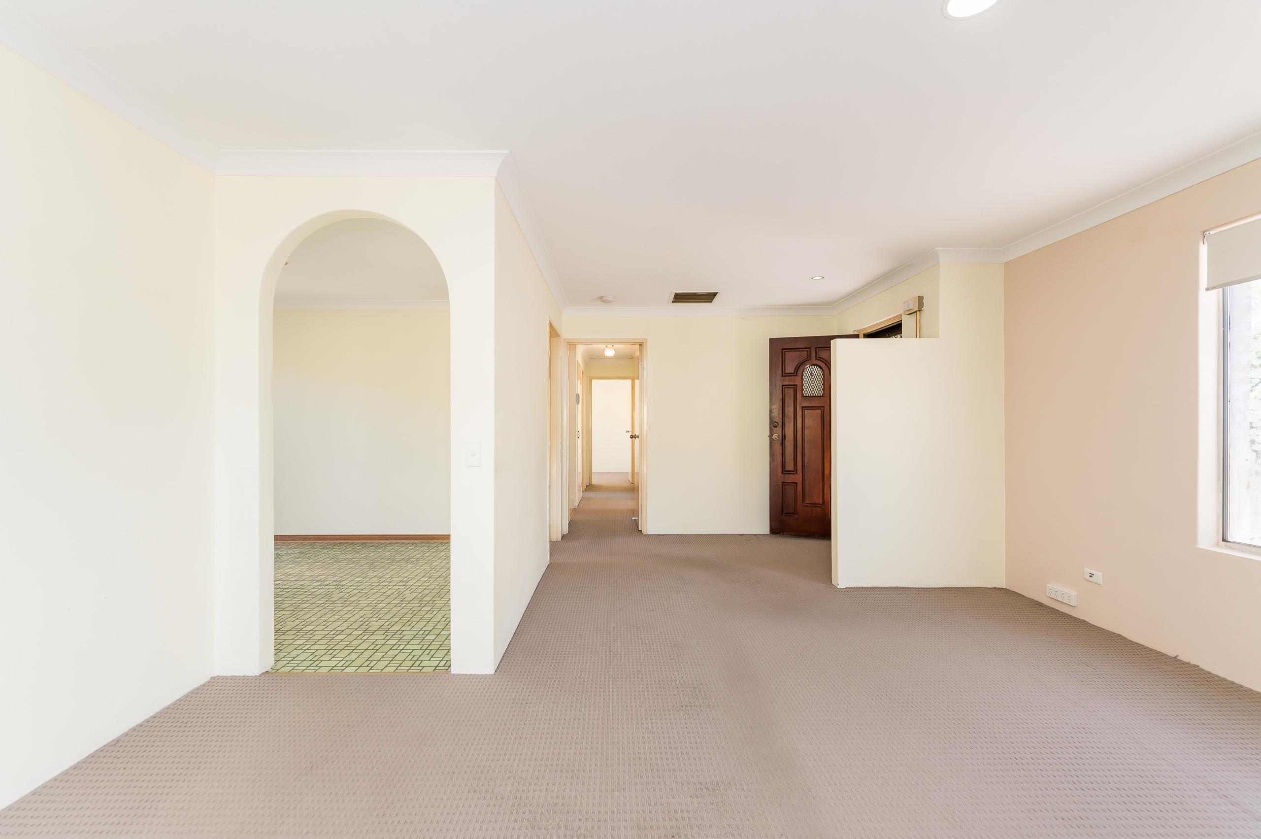 https://propertyphotos.vaultre.com.au/835/19364655__1614069591-9501-89AHopeAvenueSalterPoint-5.jpg