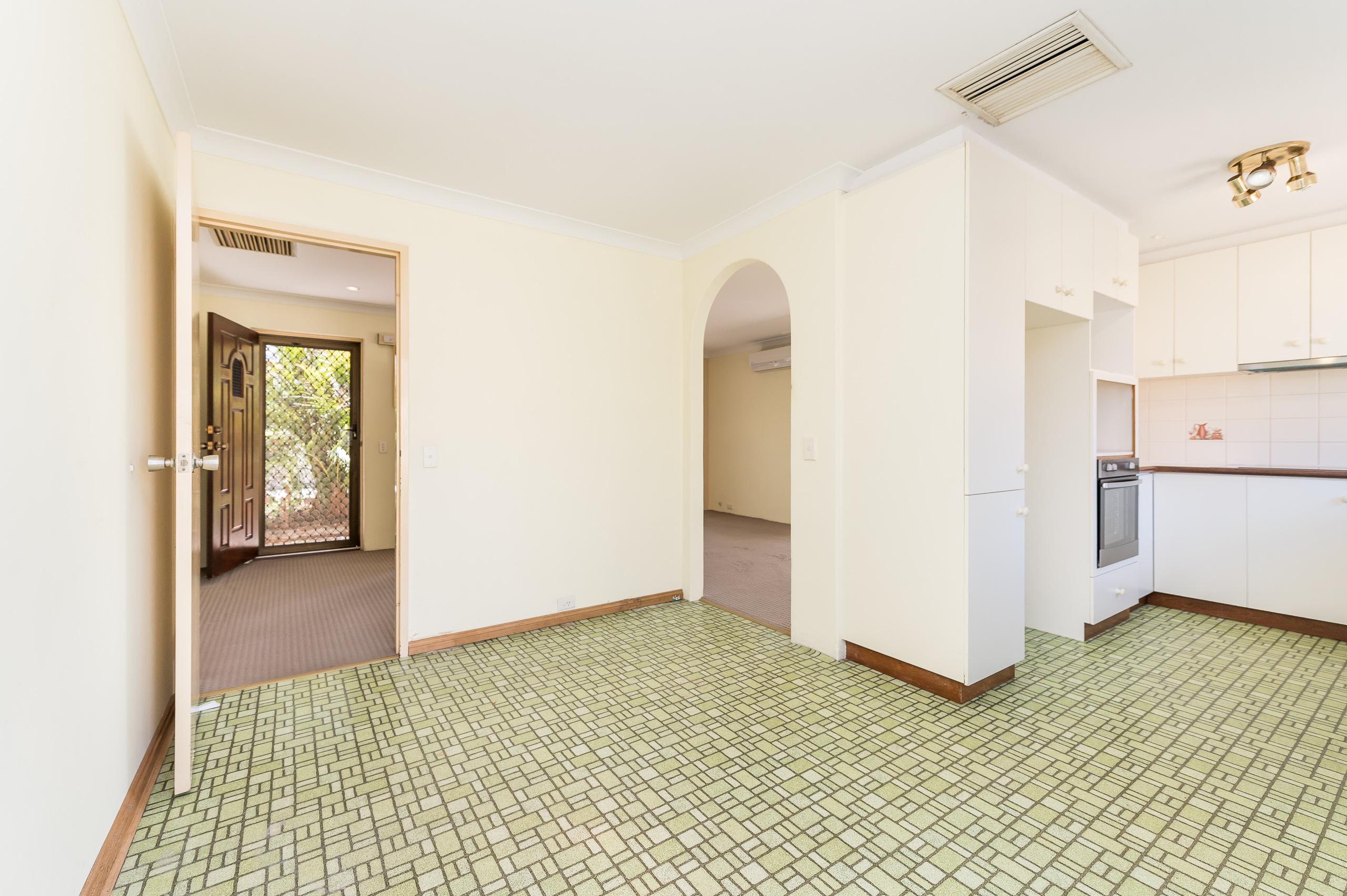 https://propertyphotos.vaultre.com.au/835/19364656__1614069604-9508-89AHopeAvenueSalterPoint-6.jpg