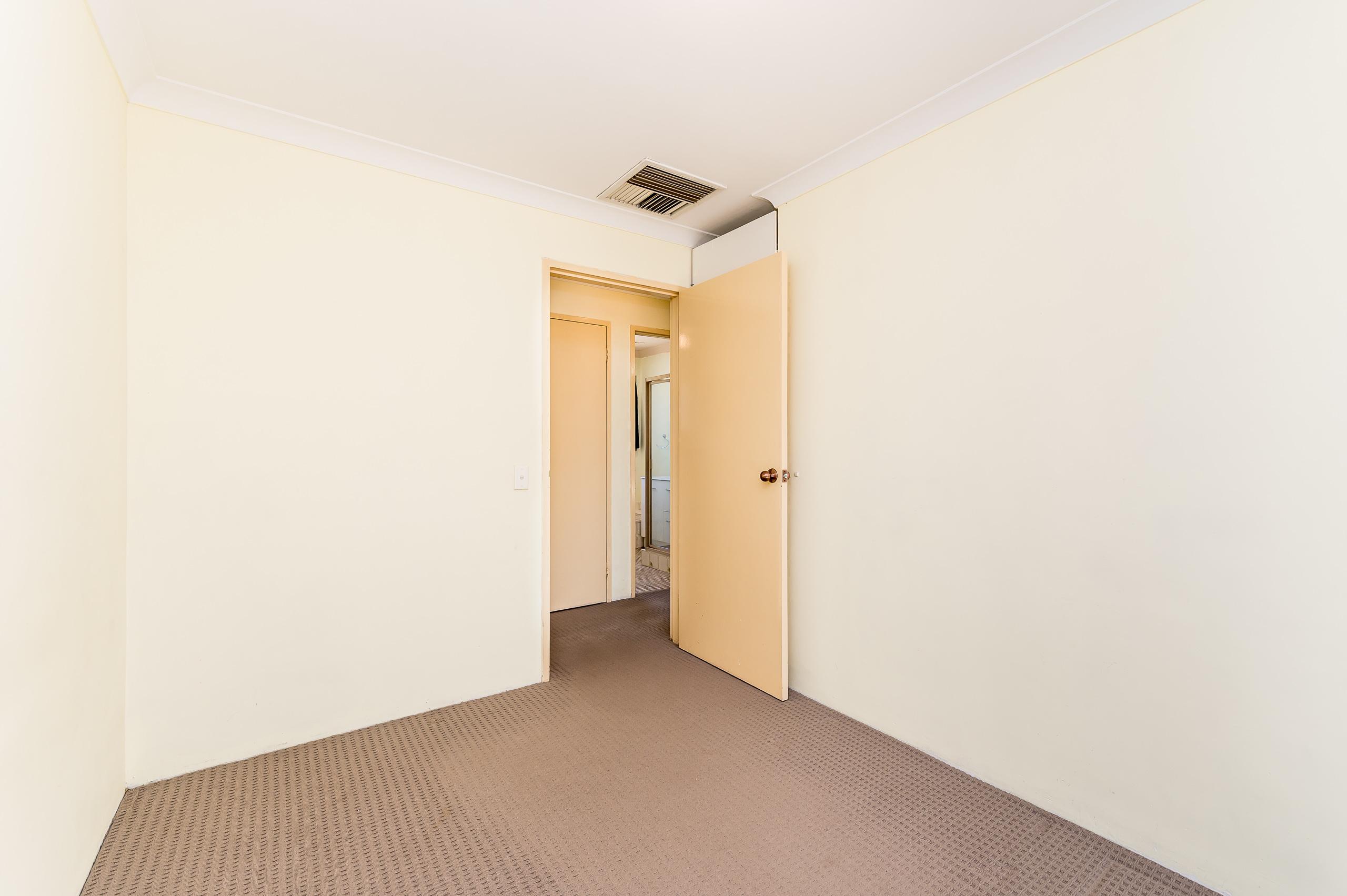 https://propertyphotos.vaultre.com.au/835/19364670__1614069665-9599-89AHopeAvenueSalterPoint-9.jpg