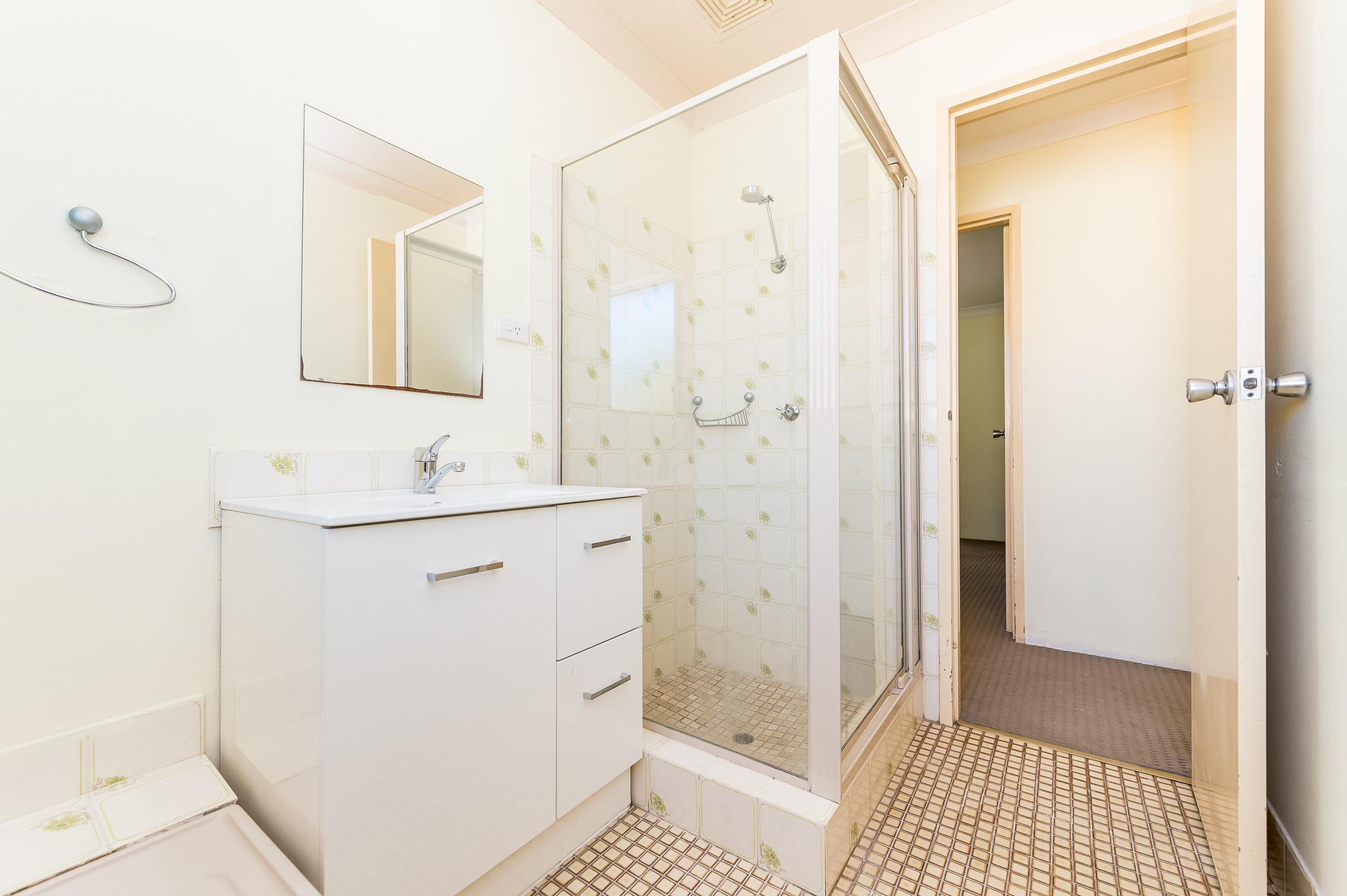 https://propertyphotos.vaultre.com.au/835/19364678__1614069766-9637-89AHopeAvenueSalterPoint-13.jpg