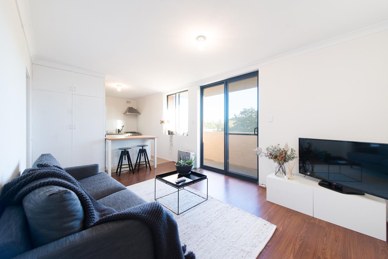 https://propertyphotos.vaultre.com.au/835/19659700__1614659886-31640-LB25159.jpg
