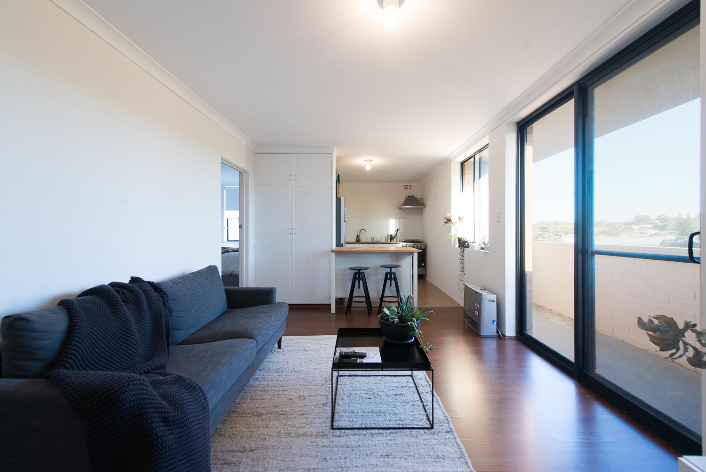 https://propertyphotos.vaultre.com.au/835/19659701__1614659888-2398-LB25161.jpg