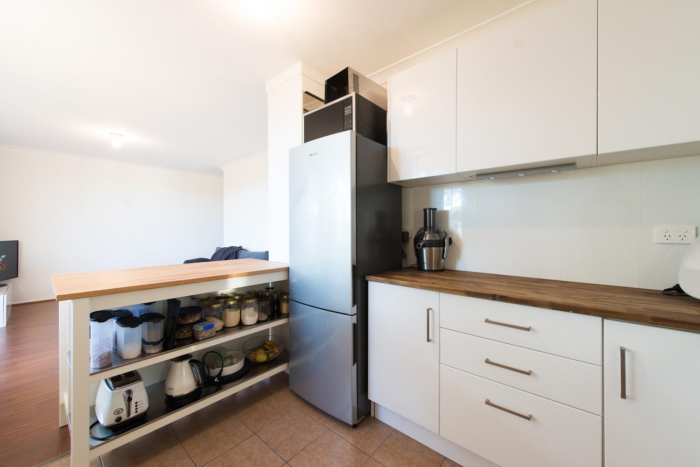 https://propertyphotos.vaultre.com.au/835/19659704__1614659894-2044-LB25167.jpg