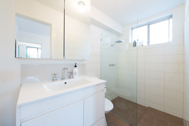 https://propertyphotos.vaultre.com.au/835/19659707__1614659897-31693-LB25171.jpg