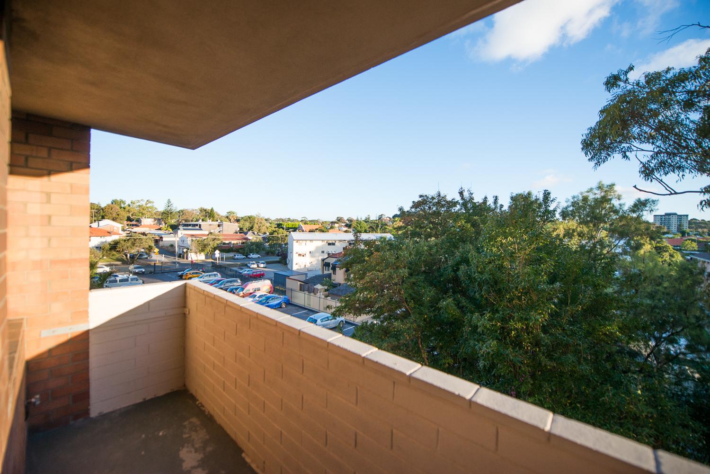 https://propertyphotos.vaultre.com.au/835/19659708__1614659898-2071-LB25174.jpg