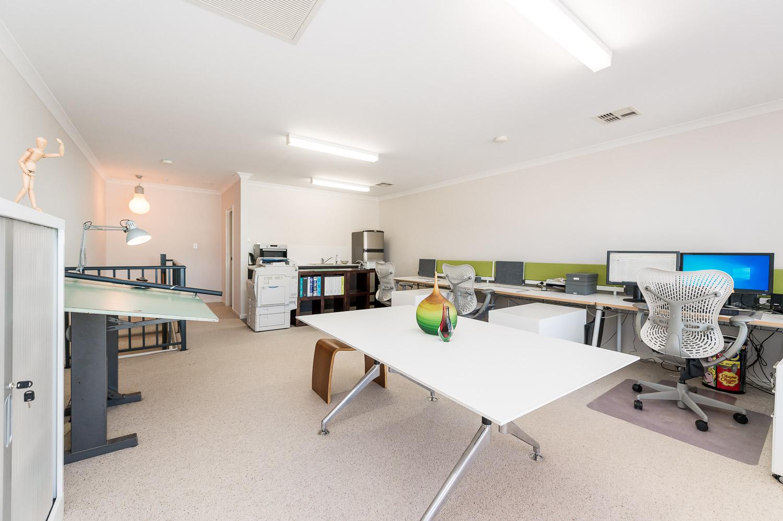 https://propertyphotos.vaultre.com.au/835/19979233__1615170348-24761-24784CanningHighwayApplecross-9.jpg