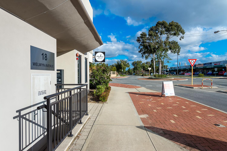 https://propertyphotos.vaultre.com.au/835/19979520__1615171287-26351-116BradshawRdManning-3.jpg