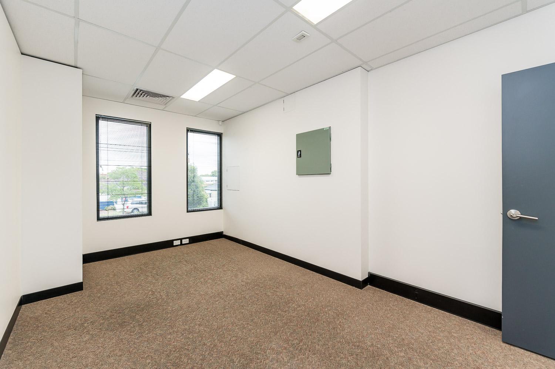 https://propertyphotos.vaultre.com.au/835/19979526__1615171298-25514-116BradshawRdManning-10.jpg