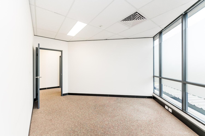 https://propertyphotos.vaultre.com.au/835/19979528__1615171301-28253-116BradshawRdManning-12.jpg