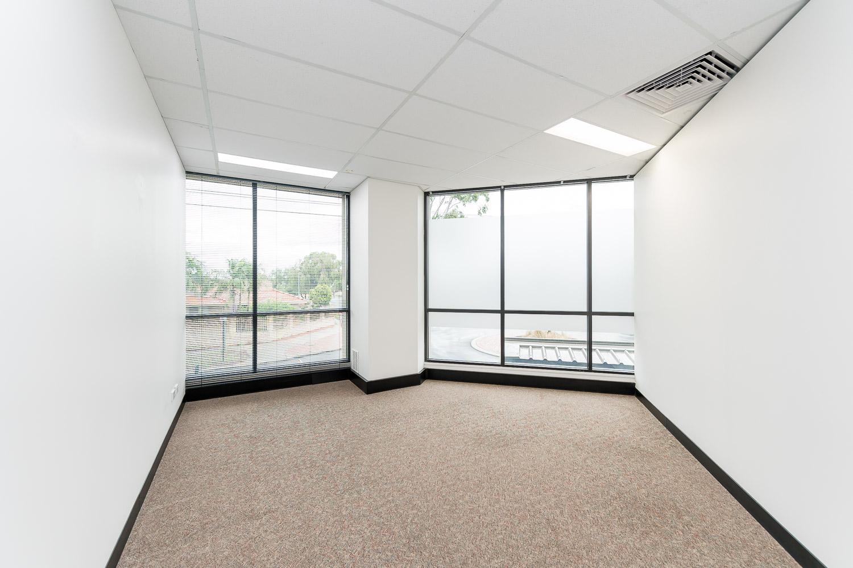 https://propertyphotos.vaultre.com.au/835/19979530__1615171303-25533-116BradshawRdManning-14.jpg