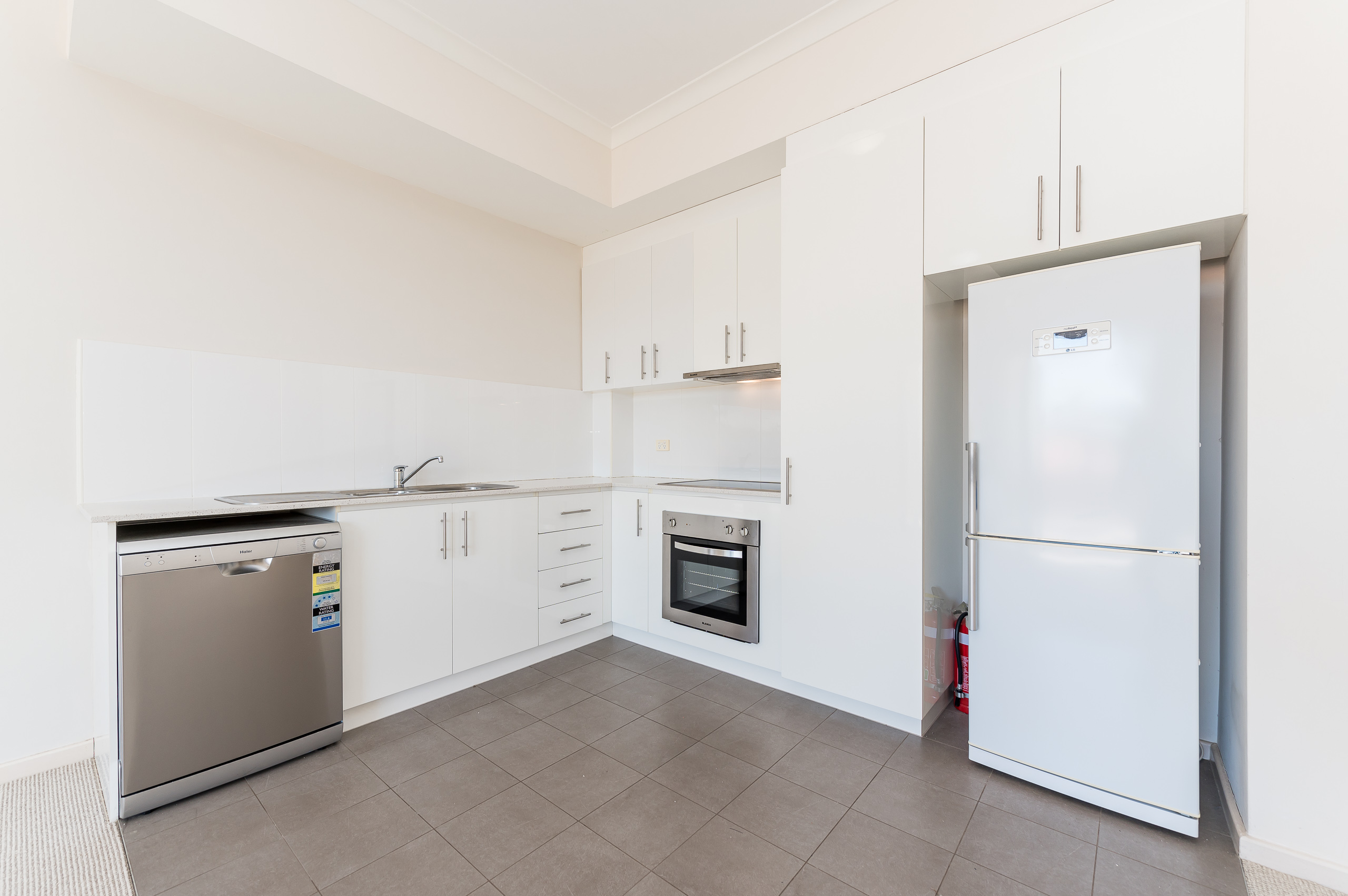 https://propertyphotos.vaultre.com.au/835/20080866__1615284681-16048-1160NewcastleStreetPerth-7.jpg