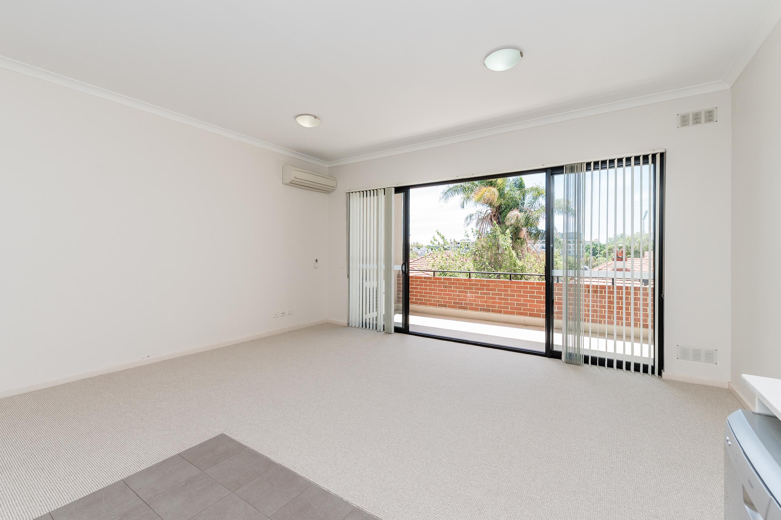 https://propertyphotos.vaultre.com.au/835/20080871__1615284744-16085-1160NewcastleStreetPerth-12.jpg