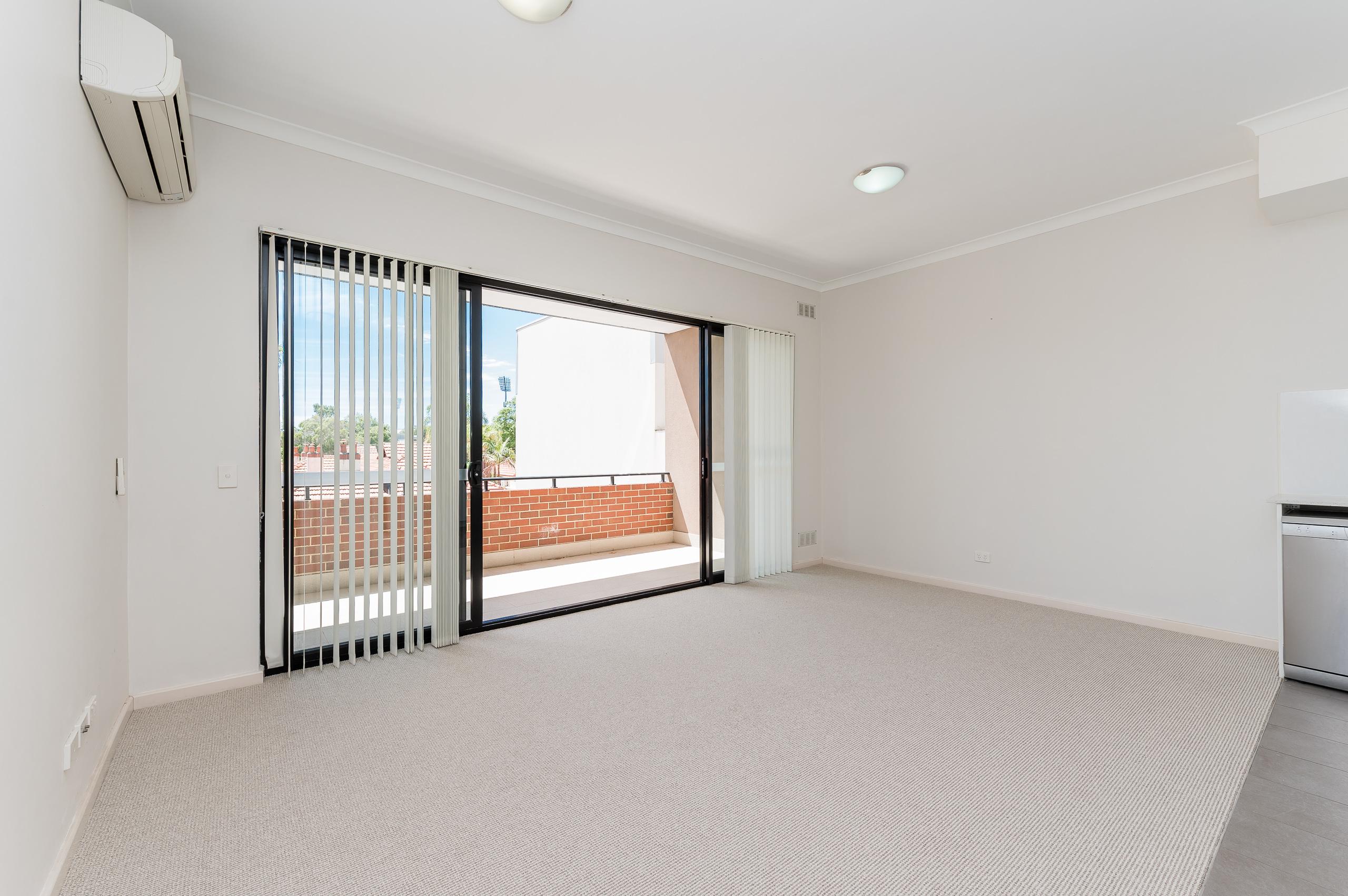 https://propertyphotos.vaultre.com.au/835/20080872__1615284760-16092-1160NewcastleStreetPerth-13.jpg