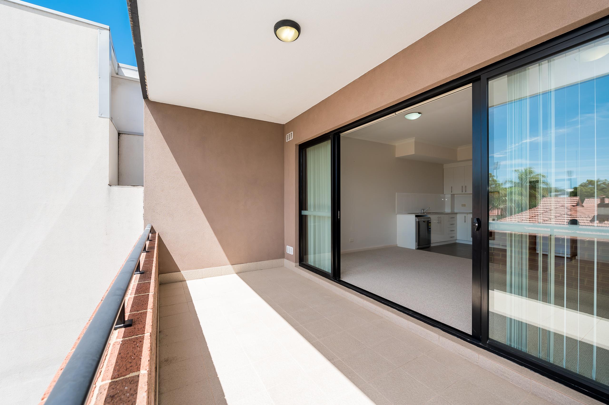 https://propertyphotos.vaultre.com.au/835/20080874__1615284794-16107-1160NewcastleStreetPerth-15.jpg