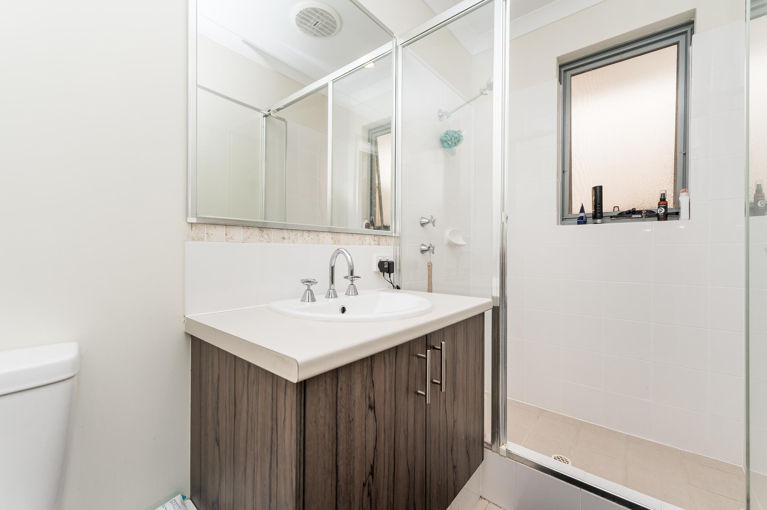 https://propertyphotos.vaultre.com.au/835/20189279__1615516645-21786-57AGalaxyWayCarlisle-5.jpg