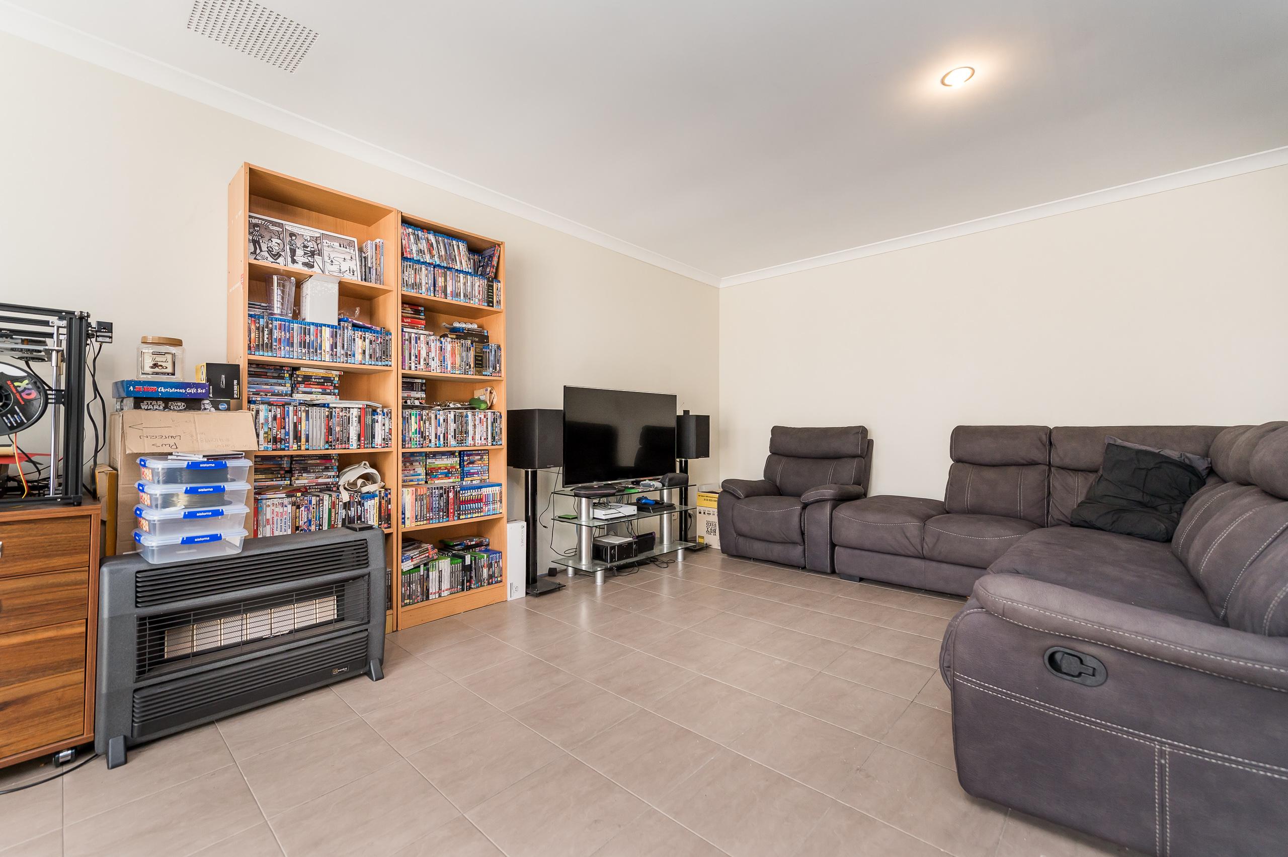 https://propertyphotos.vaultre.com.au/835/20189386__1615516670-21797-57AGalaxyWayCarlisle-7.jpg