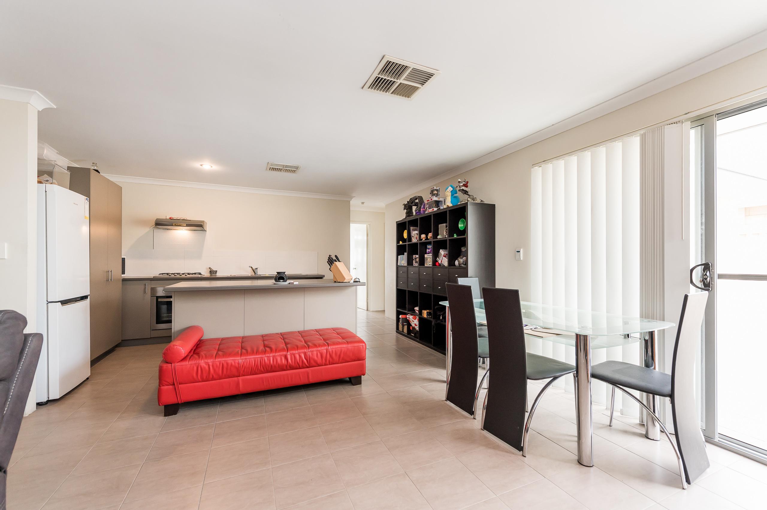 https://propertyphotos.vaultre.com.au/835/20189429__1615516681-21808-57AGalaxyWayCarlisle-8.jpg
