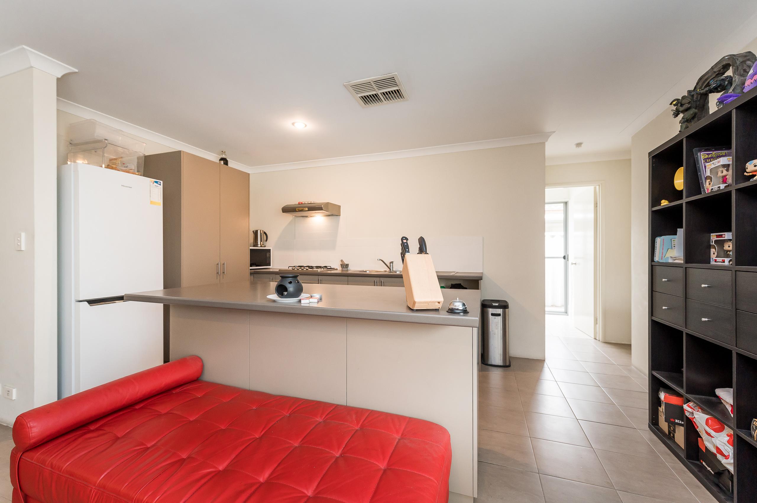 https://propertyphotos.vaultre.com.au/835/20189477__1615516693-21813-57AGalaxyWayCarlisle-9.jpg