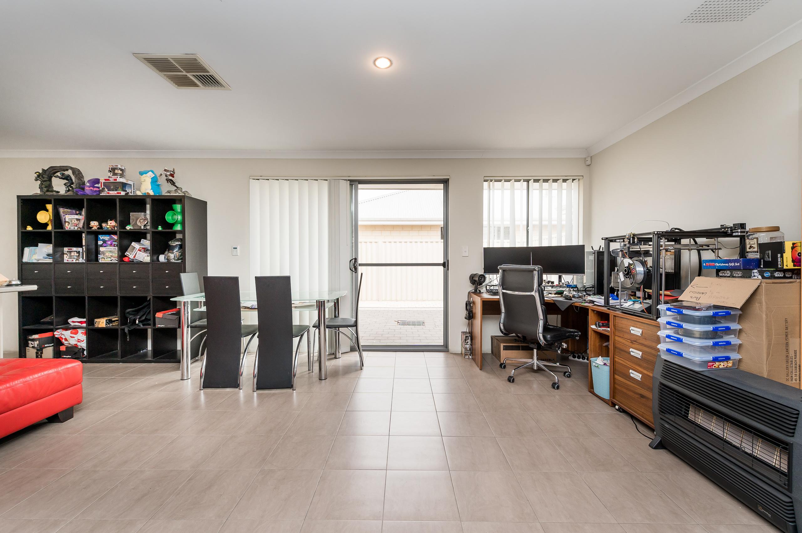 https://propertyphotos.vaultre.com.au/835/20189540__1615516707-21824-57AGalaxyWayCarlisle-10.jpg