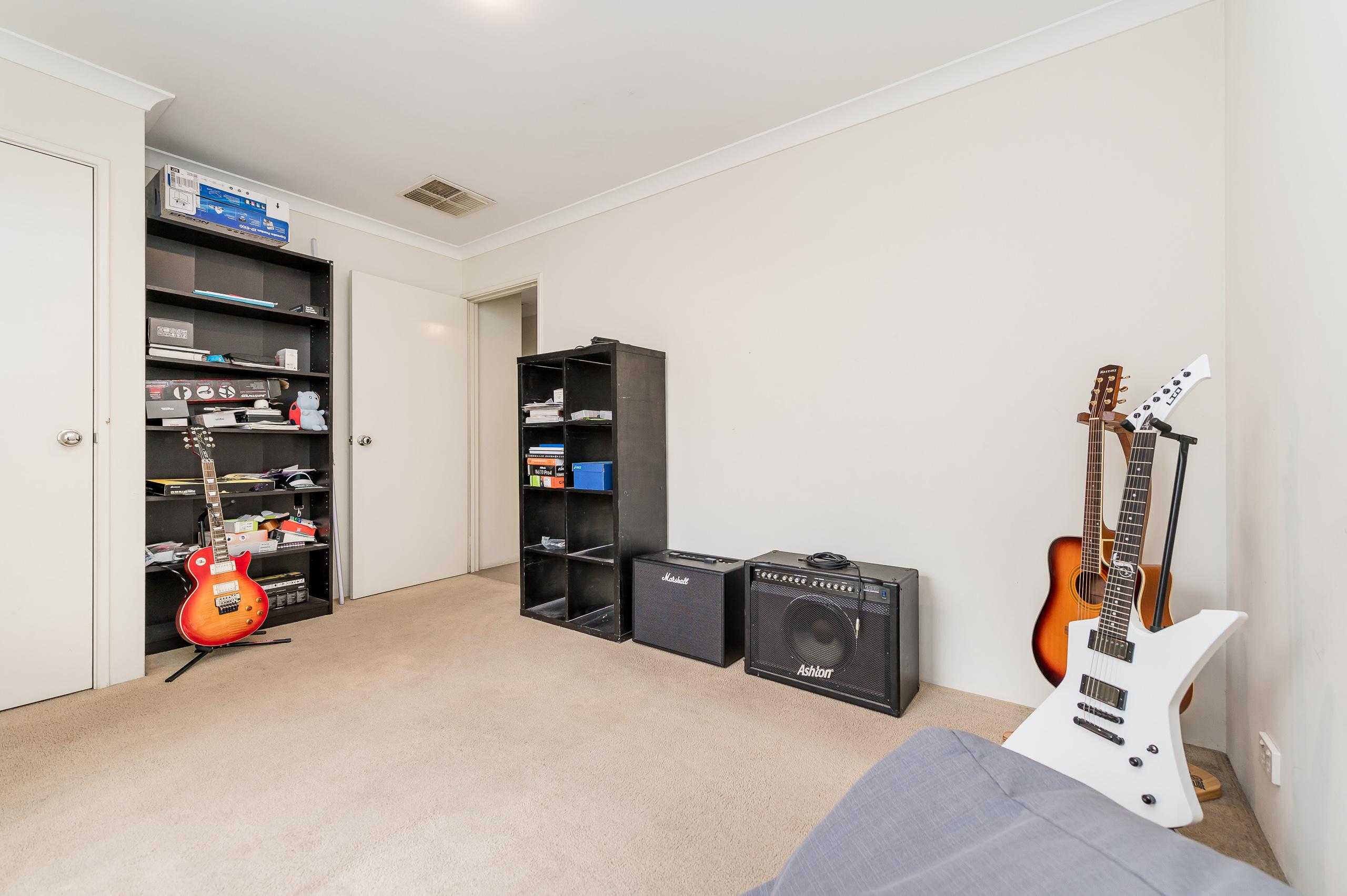 https://propertyphotos.vaultre.com.au/835/20189622__1615516728-21834-57AGalaxyWayCarlisle-12.jpg