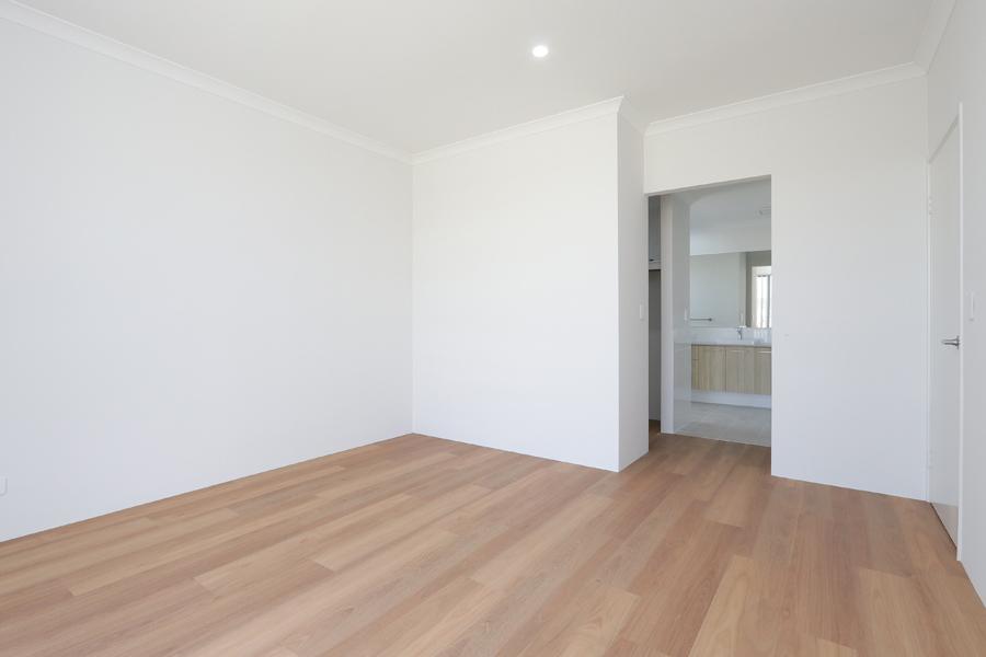 https://propertyphotos.vaultre.com.au/835/2059575__1571980022-7767-IMG0201.jpg