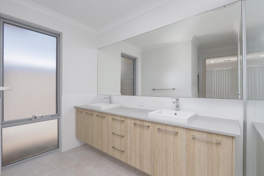 https://propertyphotos.vaultre.com.au/835/2059576__1571980023-18593-IMG0204.jpg