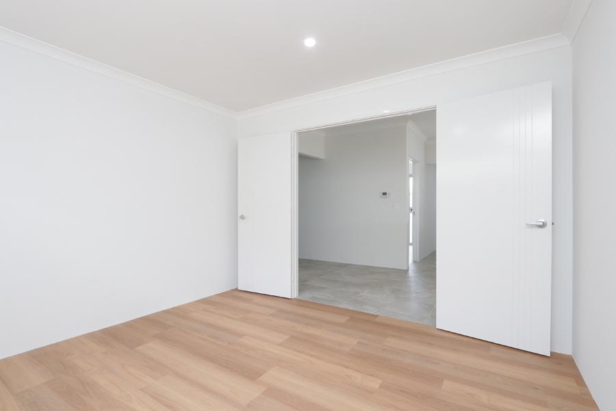 https://propertyphotos.vaultre.com.au/835/2059581__1571980027-7787-IMG0217.jpg