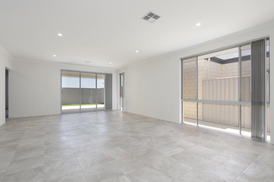 https://propertyphotos.vaultre.com.au/835/2059583__1571980029-21296-IMG0220.jpg