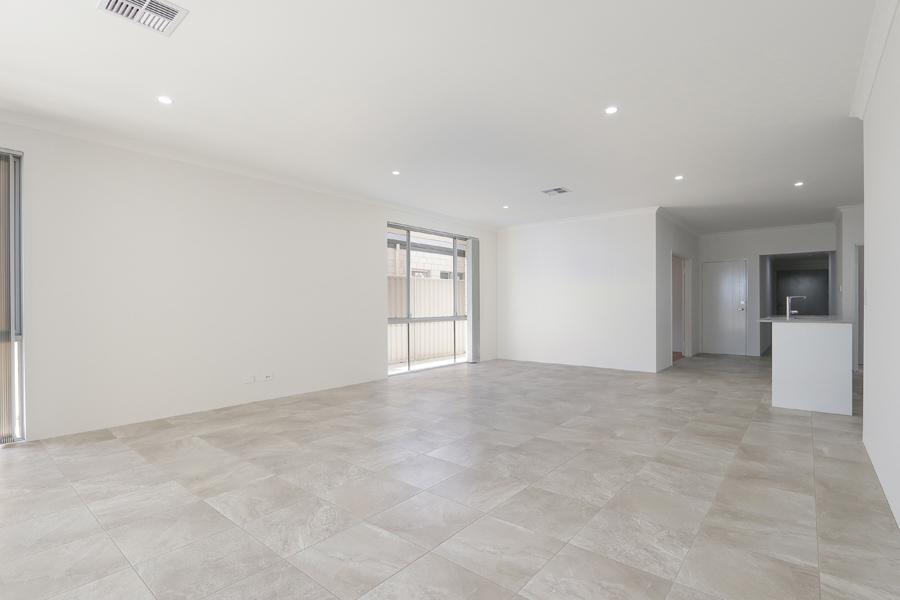https://propertyphotos.vaultre.com.au/835/2059586__1571980032-21305-IMG0230.jpg