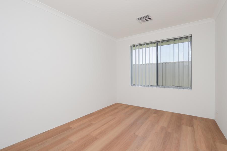 https://propertyphotos.vaultre.com.au/835/2059588__1571980033-21320-IMG0236.jpg