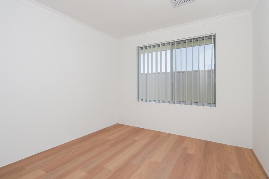 https://propertyphotos.vaultre.com.au/835/2059591__1571980036-18653-IMG0242.jpg