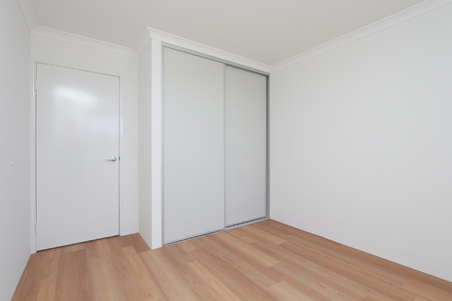https://propertyphotos.vaultre.com.au/835/2059594__1571980039-7846-IMG0245.jpg