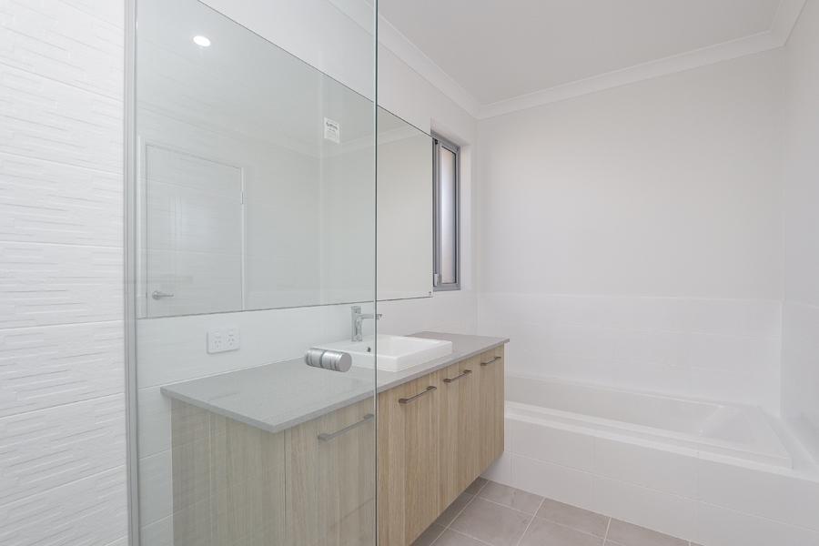https://propertyphotos.vaultre.com.au/835/2059595__1571980040-7850-IMG0246.jpg