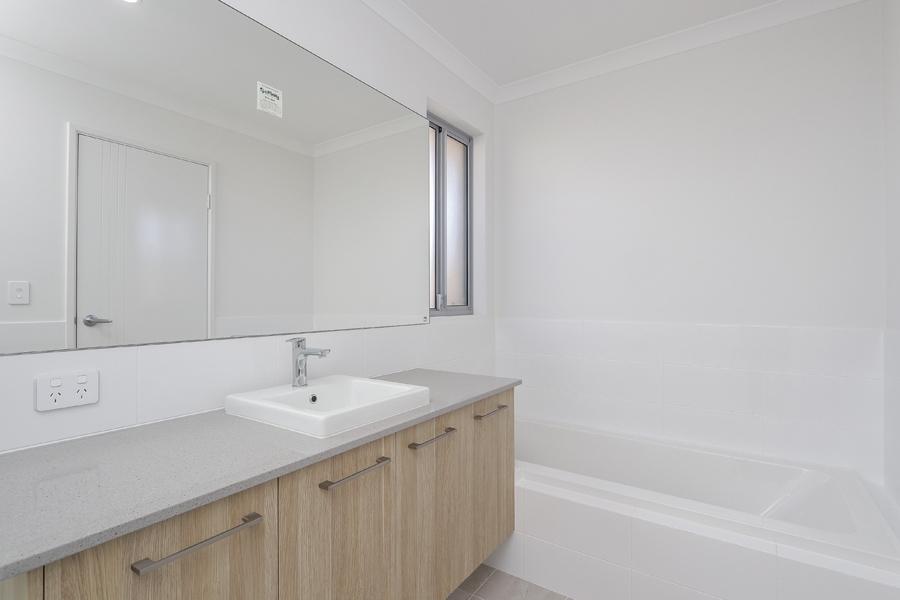 https://propertyphotos.vaultre.com.au/835/2059596__1571980041-7854-IMG0248.jpg