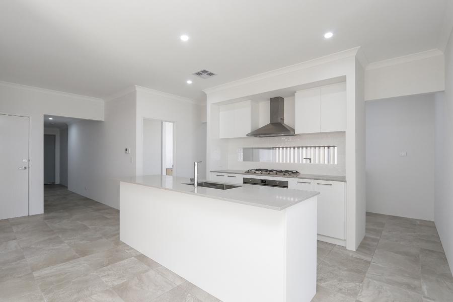 https://propertyphotos.vaultre.com.au/835/2059602__1571980047-7890-IMG0255.jpg