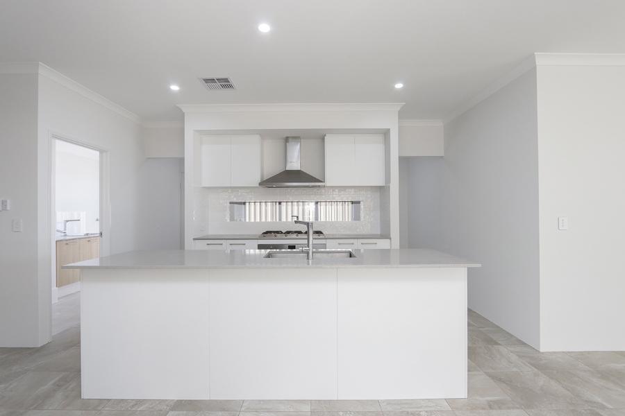 https://propertyphotos.vaultre.com.au/835/2059603__1571980048-18712-IMG0258.jpg