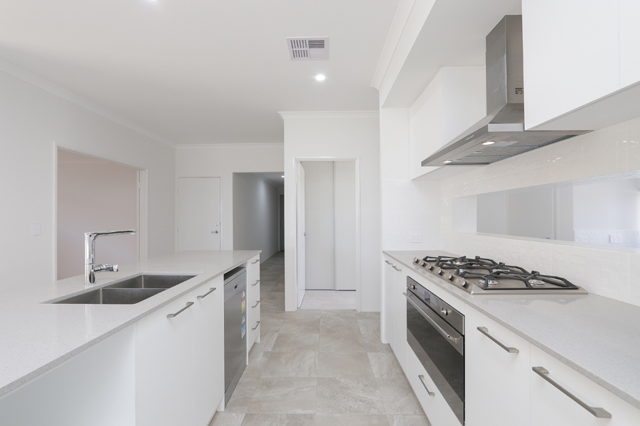 https://propertyphotos.vaultre.com.au/835/2059604__1571980049-21401-IMG0260.jpg