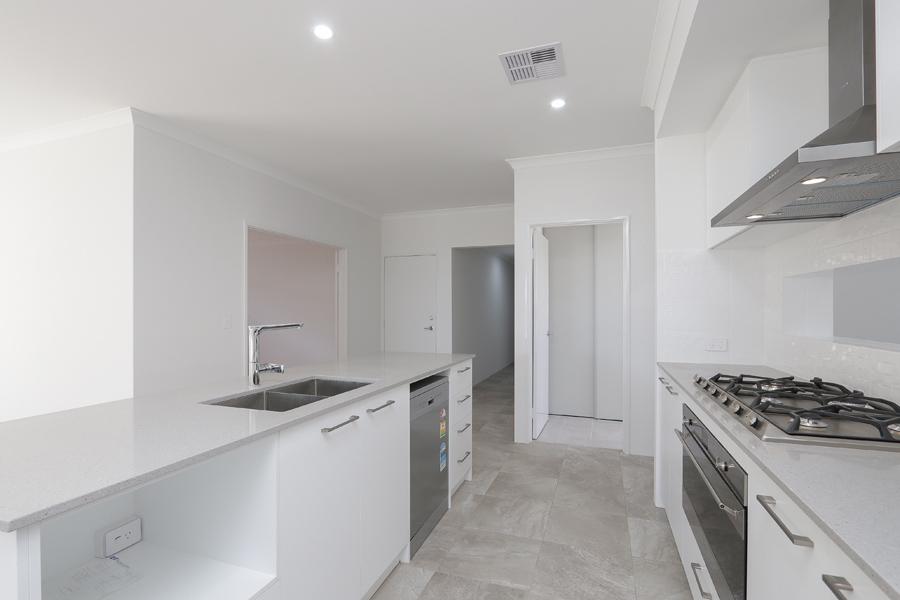 https://propertyphotos.vaultre.com.au/835/2059605__1571980050-7903-IMG0261.jpg
