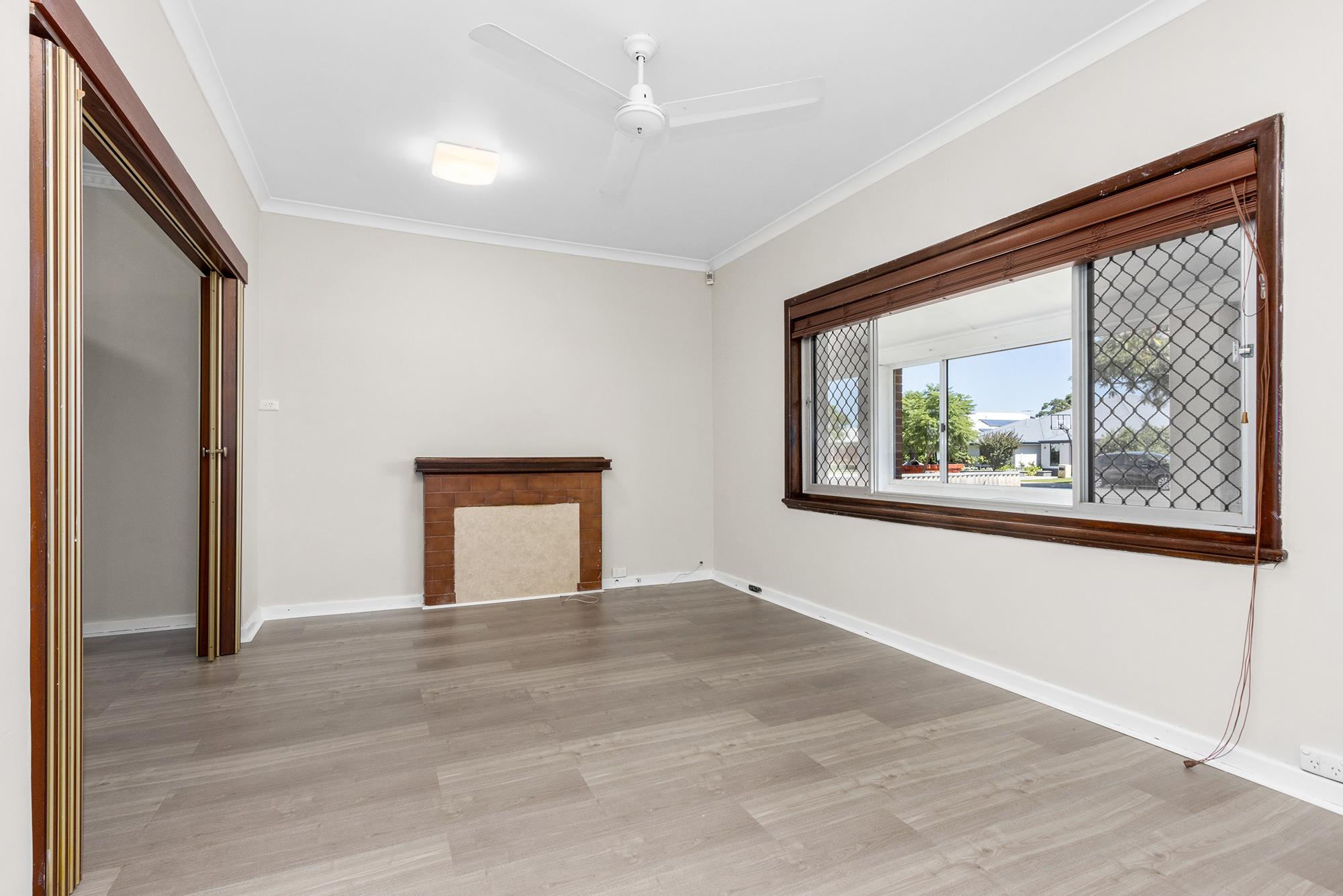 https://propertyphotos.vaultre.com.au/835/20690594__1616136599-20683-IMG0005.jpg