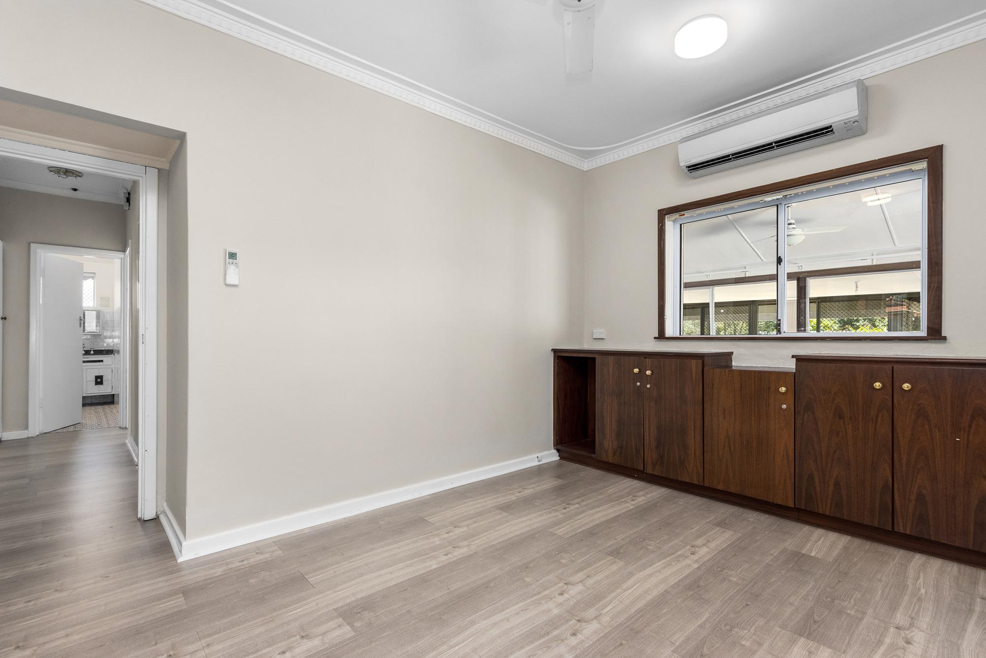 https://propertyphotos.vaultre.com.au/835/20690596__1616136602-30351-IMG0009.jpg