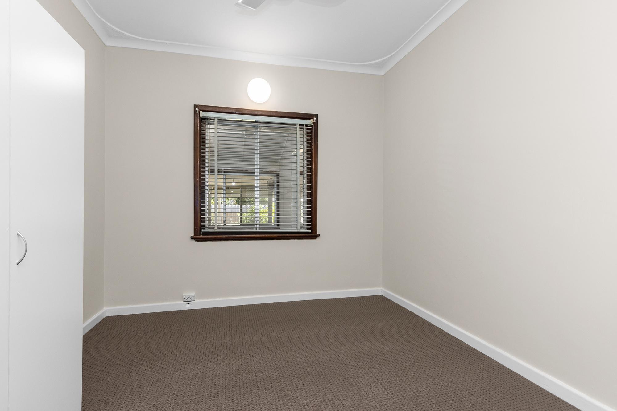 https://propertyphotos.vaultre.com.au/835/20690597__1616136605-20660-IMG0011.jpg