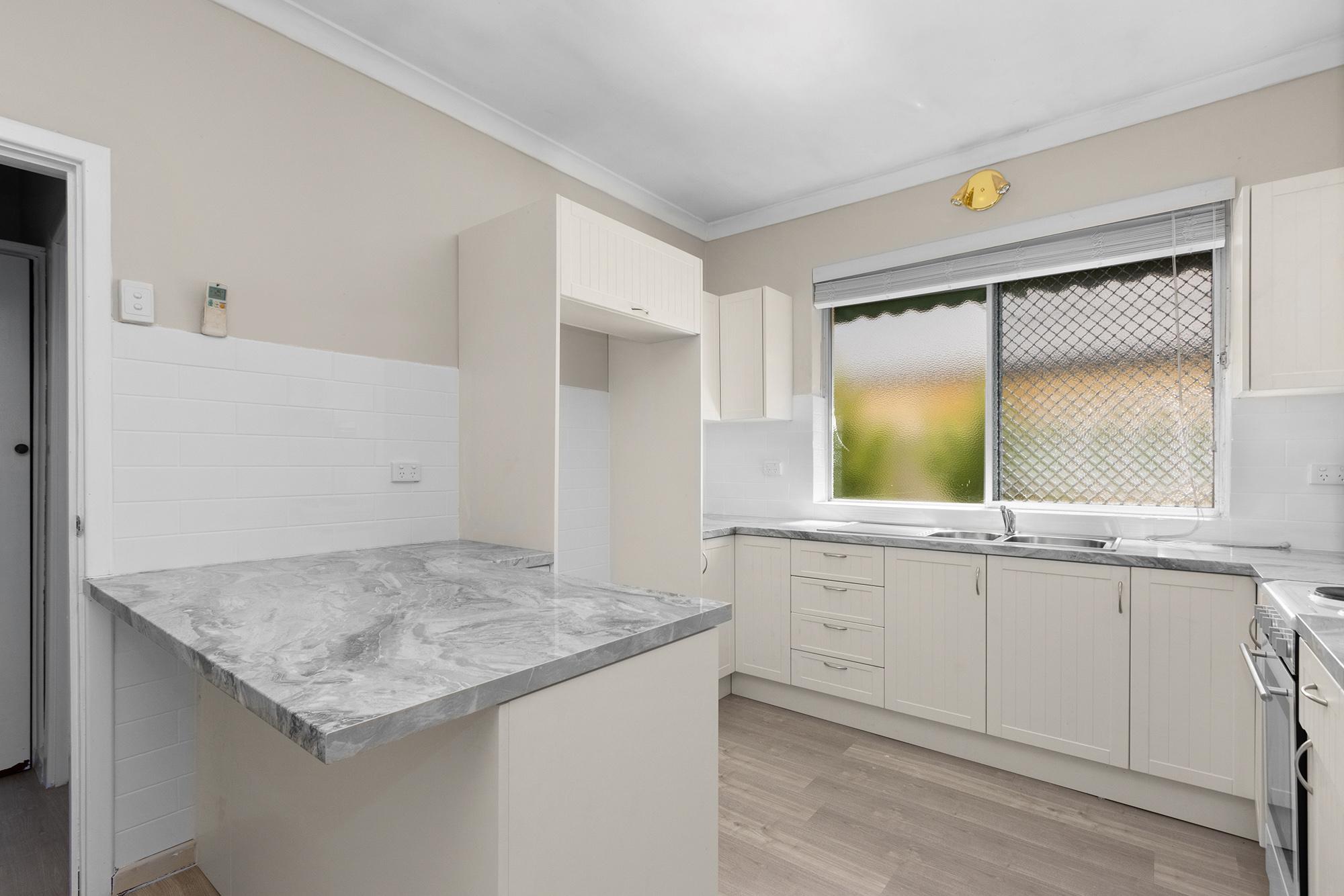 https://propertyphotos.vaultre.com.au/835/20690598__1616136606-18534-IMG0013.jpg