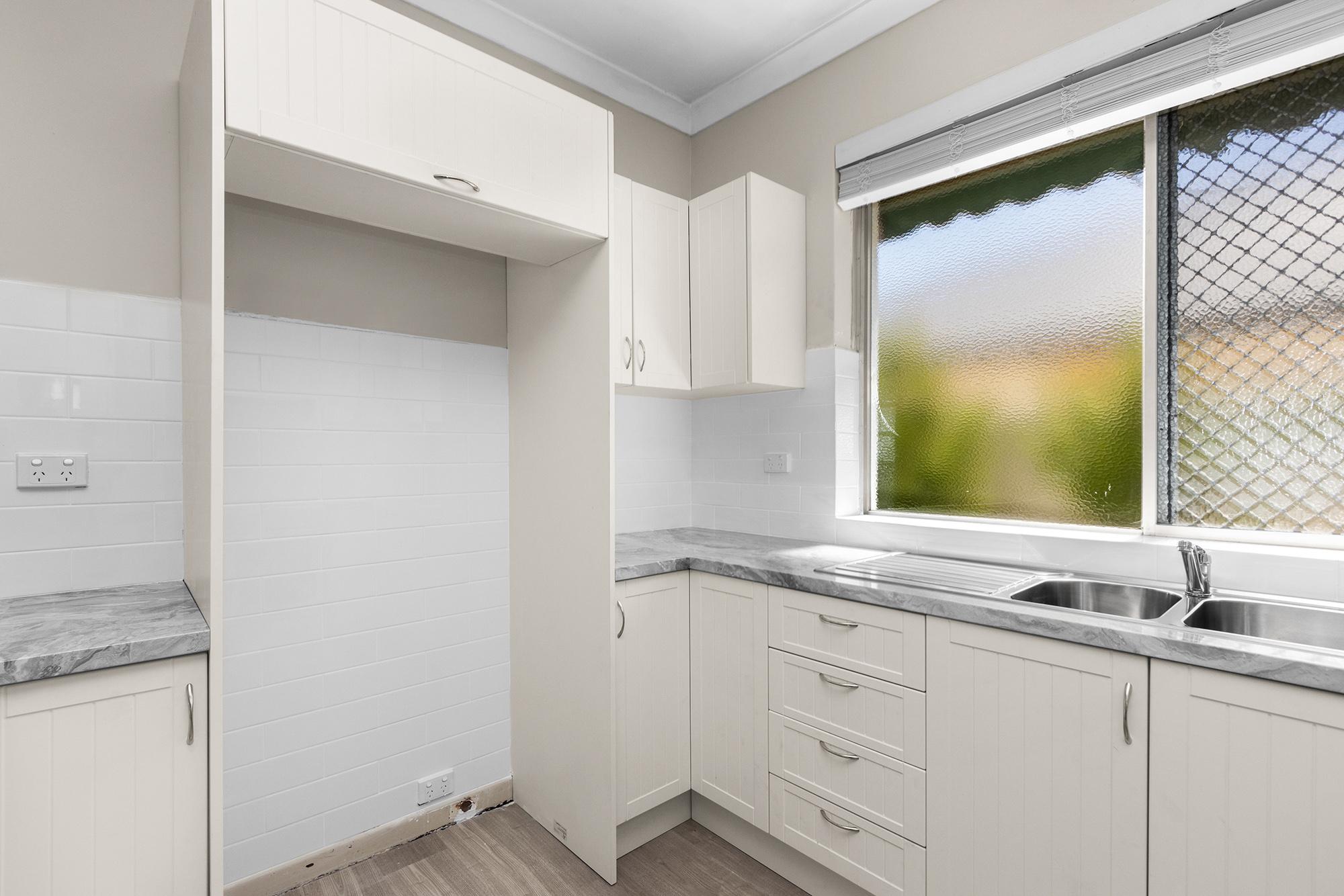 https://propertyphotos.vaultre.com.au/835/20690599__1616136607-20415-IMG0015.jpg