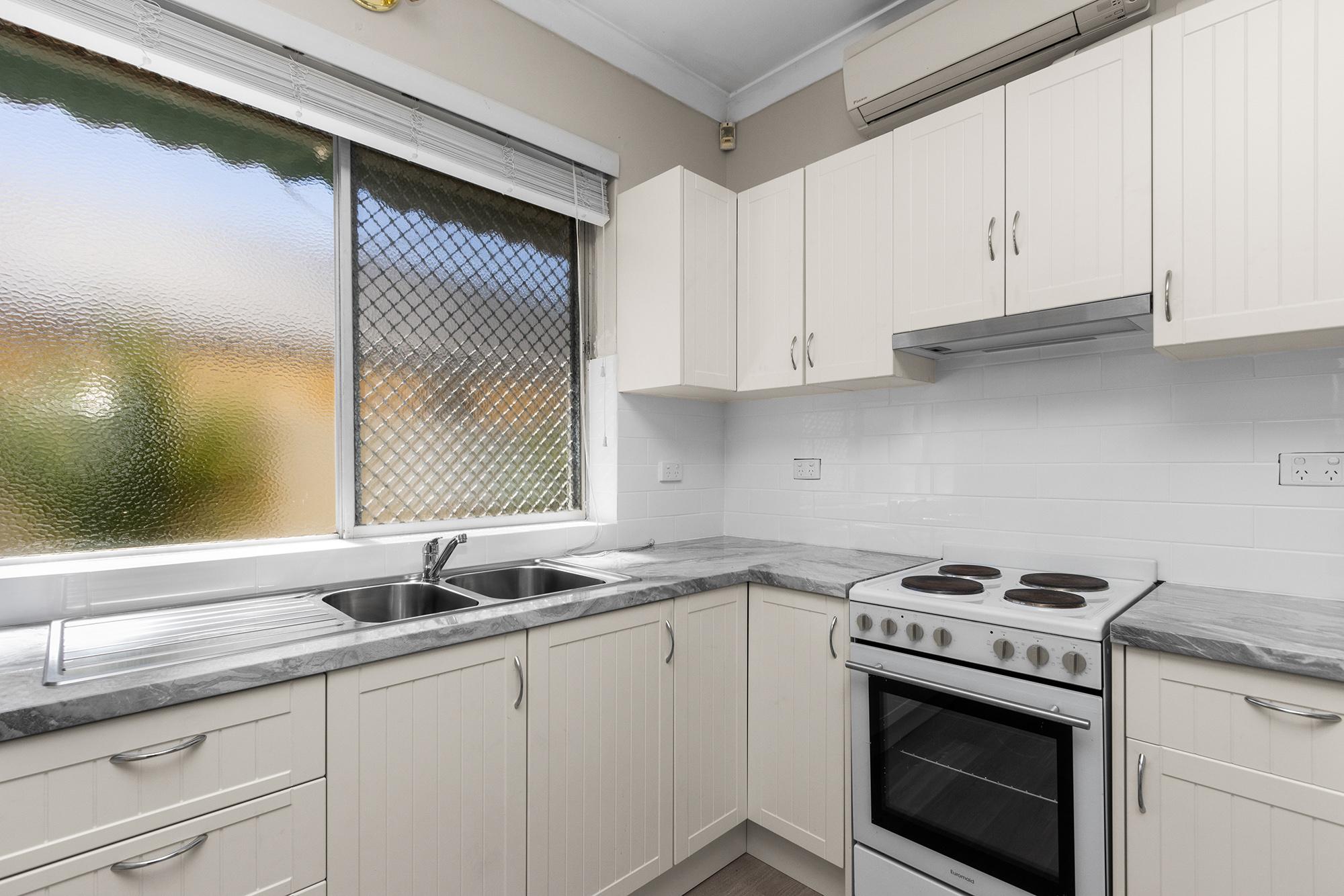 https://propertyphotos.vaultre.com.au/835/20690600__1616136608-20691-IMG0017.jpg